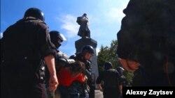 Задержание участника акции во Владивостоке