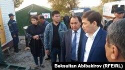 Премьер-министр КР Сапар Исаков на границе. 13 октября 2017 г.