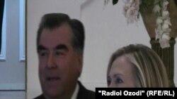 د امریکا د بهرنیو چارو وزیره هیلري کلنټن او د ازبکستان ولسمشر اسلام کریموف