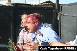 Подполковник, переданный участниками Шаныракских событий властям. Алматы, 14 июля 2006 года.