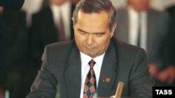 Шӯҳрат Нусратов дар соли 1991 аз сиёсати Ислом Каримов шадидан интиқод карда, истеъфояшро талаб карда буд