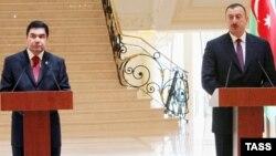 Türkmenistanyň we Azerbaýjanyň prezidentleri Gurbanguly Berdymuhamedow (ç) we Ilham Aliýew (s), Baku, 19-njy maý, 2008