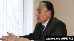 Мусагали Дуамбеков, президент общественной организации «Народный антикоррупционный комитет», в зале суда. Астана, 19 ноября 2014 года.