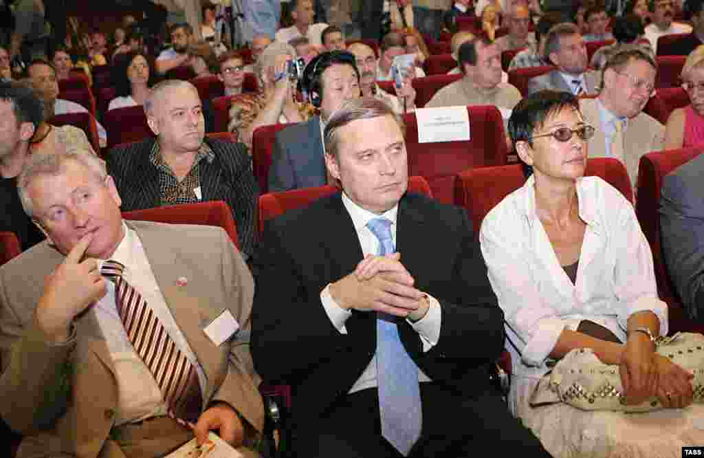 """Mikhail Kasyanov (center) with other opposition figures at the Another Russia conference in Moscow in July (TASS) - During an exclusive interview with RFE/RL in July, former Russian Prime Minister Mikhail Kasyanov, who has said he will run for president in 2008, warned that the """"anticonstitutional policies"""" of President Vladimir Putin will likely produce """"a political crisis"""" during the 2007-08 election season."""