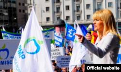 Elena Ucrea la o manifestație a PMP
