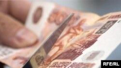 Рубль пока держится у отведенного ему Центробанком рубежа