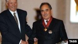 Rusiya və Tatarıstan prezidentləri Boris Yeltsin və Mintimer Şaymiyev 1997-ci ildə