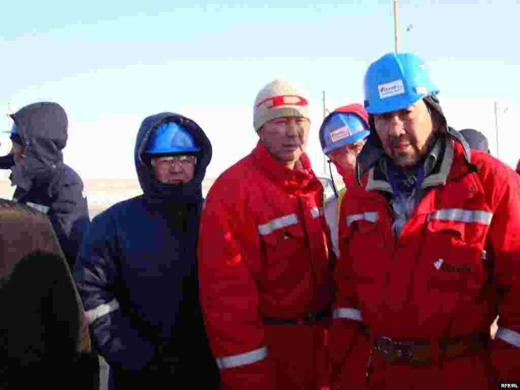 """Рабочие компании """"Бонатти"""" в Атырауской области проводят забастовку. Карабатан, 20 декабря 2008 года. - Рабочие компании """"Бонатти"""" в Атырауской области проводят забастовку. Карабатан, 20 декабря 2008 года."""