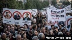 Демонстрация против премьера Милоша Земана и главы Минфина Андрея Бабиша. Прага, Вацлавская площадь, 10 мая 2017