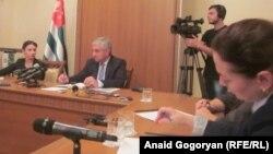 Рауль Хаджимба проинформировал о том, что имел удовольствие пригласить президента России Владимира Путина посетить Абхазию и получил согласие