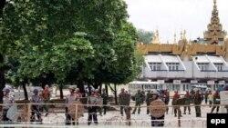 Против мирных демонстрантов выпустили солдат
