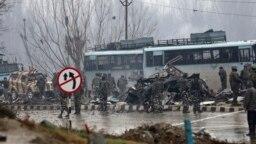 U napadu na vojni konvoj u Kašmiru stradalo je 46 vojnika