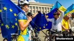 Ілюстративне фото. Учасники велопробігу «Євромарафон». Ужгород, 17 травня 2017 року