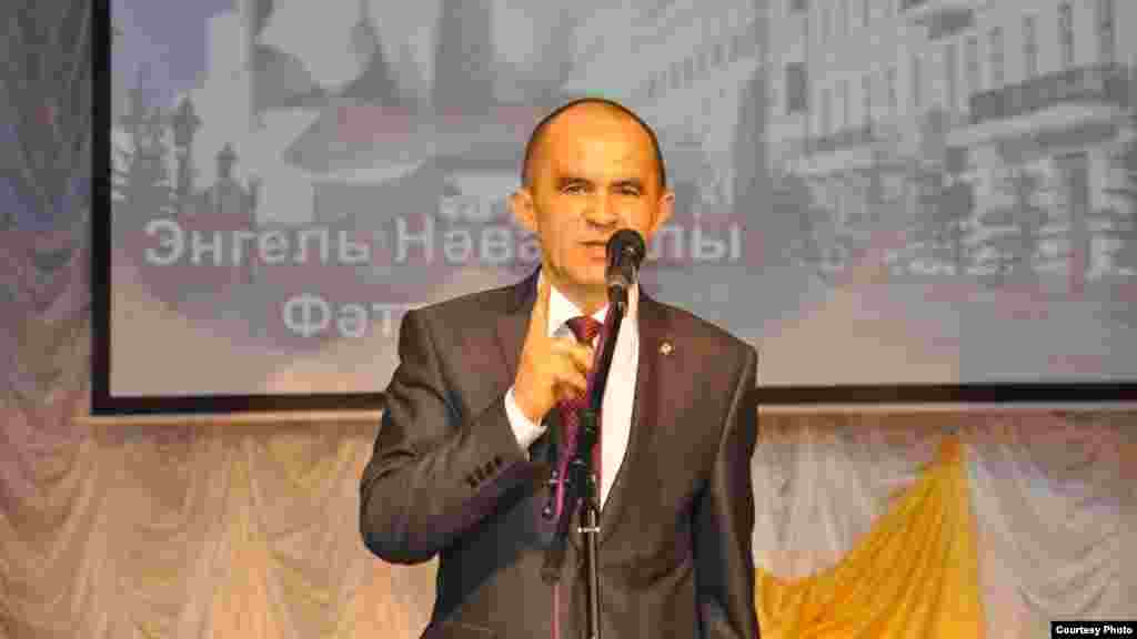 Актаныш районының элекке хакимият башлыгы, Татарстанның мәгариф һәм фән министры Энгел Фәттахов