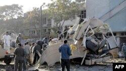 مقامات افغانستان اعلام کردند که اکثر کشته شدگان کارمندان وزارت دفاع بوده اند، ولی چند غیرنظامی نیز در اثر این انفجار کشته شده اند.