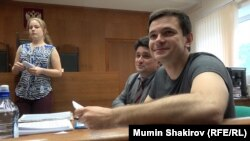 Ilya Yashin appears in Moscow City Court on August 16.