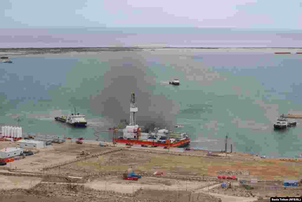 На передвижной буровой установке в казахстанской акватории Каспийского моря «вспыхнул» пожар.