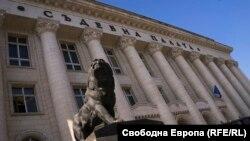 Съдилищата в България остават затворени за публика и журналисти поне още два месеца, реши във вторник Съдийската колегия на ВСС