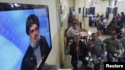 شیخ حسن نصرالله بر صفحه تلویزیون در سیدون لبنان