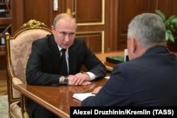 Владимир Путин жана Сергей Шойгу.