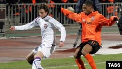 Georgy Shchennikov of CSKA Moscow (left) and Shakhtar Donestk's Luiz Adriano fight for the ball during a UEFA Cup match in 2009. Will the teams soon be facing off in a new league?