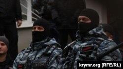 Под Кировским райсудом, где слушалось дело Гирая Куламетова, 18 января 2018 года
