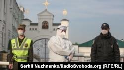 Патрулирование возле Киево-Печерской Лавры в Киеве