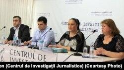 (de la stânga la dreapta) Veaceslav Lupan de la Arhiva Națională, Vitalie Zama și Stela Pavlov de la Asociația Juriștii pentru Drepturile Omului, Cornelia Cozonac, președinta Centrului de Investigații Jurnalistice