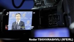 Особенно актуальным этот вопрос стал после того, как абсолютное большинство грузинских кабельных операторов отказалось включить в свой пакет принадлежащую оппозиционеру Бидзине Иванишвили телекомпанию «9 канал»