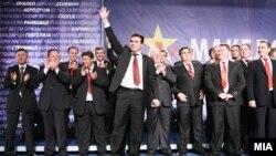 Nënkryetari i Lidhjes Socialdemokrate të Maqedonisë, Zoran Zaev, dhe anëtarë të tjerë të kësaj partie. (Foto nga arkivi)