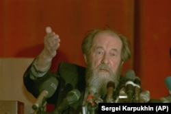 Solzhenitsyn giving a press conference shortly after his return to Russia.