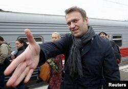 Алексей Навальный освобожденный. Поезд из Кирова в Москву. 17 октября 2013 года