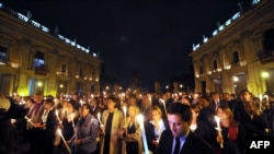 Peope light candles in memory of the victims of Lampedusa on October 4 in Rome, a day after a boat with migrants sank killing more than a hundred people.