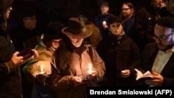 Odavanje počasti ubijenima u sinagogi u Pitsburgu.