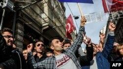 Во время протестной акции у российского консульства в Стамбуле 24 ноября