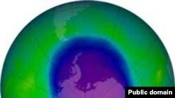 Озоновая дыра над Антарктидой. Снимок спутника NASA Aura выполнен 8 октября 2006 года.
