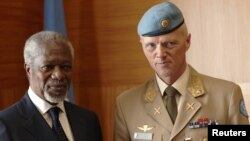 Joint Special Envoy for Syria Kofi Annan (left) poses with Major-General Robert Mood of Norway during a meeting at the United Nations in Geneva in early April.