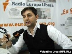 Adrian Ursu în studioul Europei Libere
