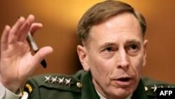 ژنرال ديود پتريوس، فرمانده ارتش آمريکا در عراق که قرار است از سوی جرج بوش رييس جمهوری آمريکا به عنوان رييس «ستاد مرکزی فرماندهی» به مجلس سنا معرفی شود. (عکس از AFP)