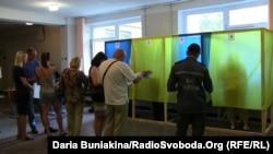 Люди чекають, щоб проголосувати, Черкаси, 25 травня 2014 року