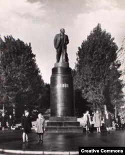 Памятник Ленину в Киеве, фотография 1950 года