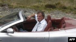 Британдық танымал Top Gear телебағдарламасының жүргізушісі Джереми Кларксон Румыниядағы түсірілім кезінде. Сибиу, 24 қыркүйек 2009 жыл.