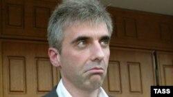 Леонід Нєвзлін після допиту в Генеральній прокуратурі Росії в Москві, 4 липня 2008 року