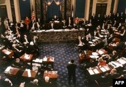 Сенат голосует против импичмента Билла Клинтона 12 февраля 1999 года