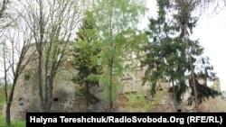 Вежа і мури Бережанського замку
