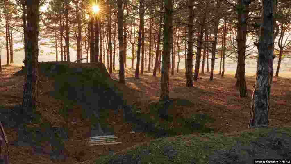 А в лесопосадке под обрывами «Битака» энтузиасты оборудовали площадки по дерт джампингу – прыжкам на горных велосипедах над земляными трамплинами