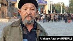 Алматинец Калымбек Толганбаев — заядлый любитель кино и театра. Алматы, 21 октября 2012 года.