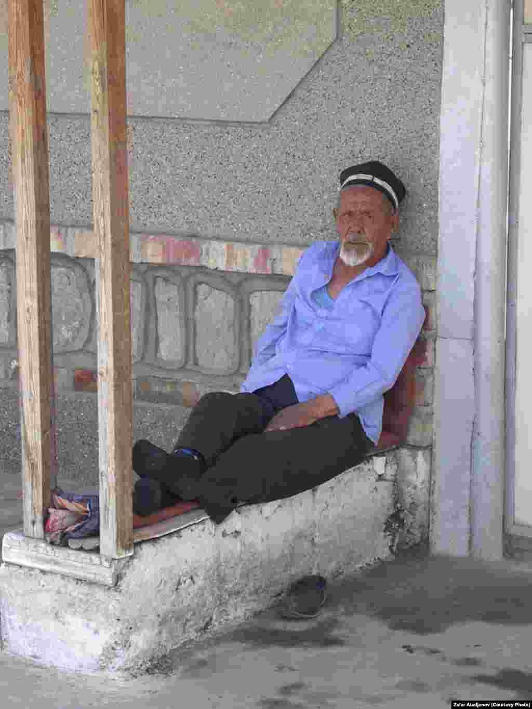 Старшее поколение еще помнит уйгурский язык в отличие от молодых