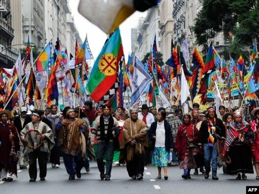 راهپیمایی هزاران هوادار «مادران میدان مایو» در آرژانتین