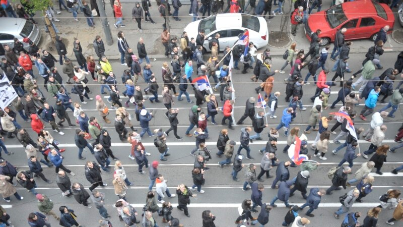 NVO traži od vlasti dijalog: Zašto je Srbija 'hibridni režim'?